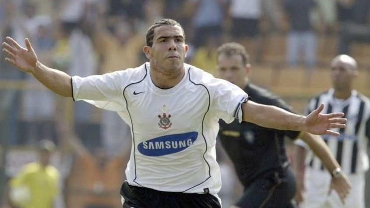 Camisa 1 do Corinthians em 2005 - Manutenção do símbolo no centro do peito com detalhe em preto a partir do pescoço até a cintura