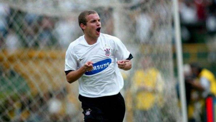 Camisa 1 do Corinthians em 2006 - Símbolo volta para o lado esquerdo do peito e detalhe em preto nas mangas