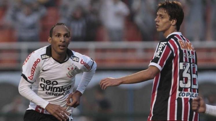 Camisa 1 do Corinthians em 2011 - Gola quase em