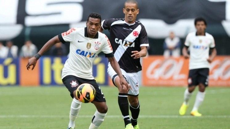 Camisa 1 do Corinthians em 2013 - Gola polo em preto e detalhes em preto também nas mangas