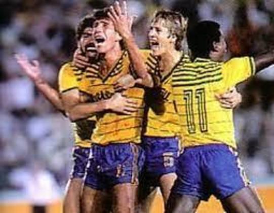 Camisa 10 da Seleção em Los Angeles, o meia Gilmar Popoca marcou quatro gols ao longo da competição. O Brasil ficou com a prata. A Olimpíada de 1984 foi a primeira na qual a Fifa autorizou jogadores profissionais a estarem nos Jogos Olímpicos. Gilmar Popoca era atleta do Flamengo.