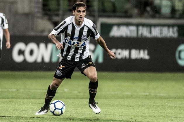 Camisa 10 e capitão da Costa Rica na última Copa do Mundo, Bryan Ruiz chegou no Santos em 2018 e decepcionou. Com altos salários, atuou em apenas 14 jogos e não marcou nenhum gol