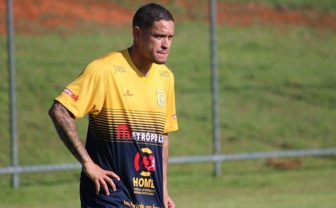 Camisa 10 que ganhou projeção no Grêmio e depois rodou por Flamengo e Atlético-MG, CARLOS EDUARDO desembarcou no Brasiliense para a reta final da Série D