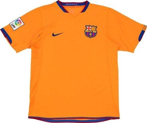Camisa away Barcelona 2006/2007 - O laranja voltou a ser utilizado pelo clube após quase uma década, agora pela primeira vez no século