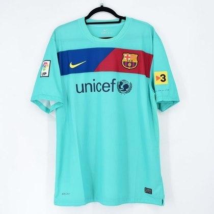 Camisa away Barcelona 2010/2011 - Após mais de dez anos, em 2010, o Barcelona voltou a vestir a cor verde-água