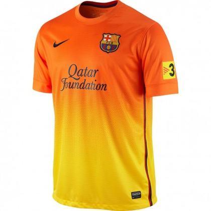 Camisa away Barcelona 2012/2013 - O laranja mais uma vez se fez presente, agora com um degradê que terminava em amarelo