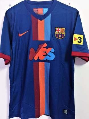 Camisa Barcelona Joan Gamper 2009 - No jogo que abre a temporada do clube, o Barcelona usou uma camisa diferente contra o Manchester City. O uniforme, no entanto, não foi mais utilizado no ano