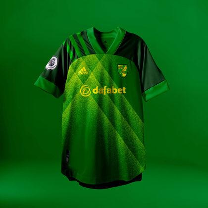 Camisa do Norwich City com Adidas (fornecedora atual: Kappa)