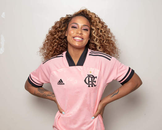 Camisa especial do Flamengo teve a cantora Mc Rebecca como modelo.