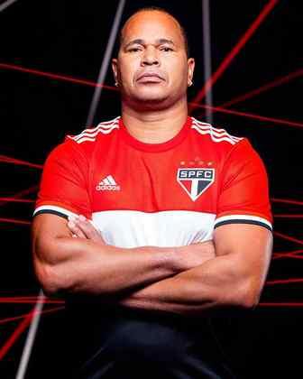 Camisa foi inspirada no lema 'Amado clube brasileiro'