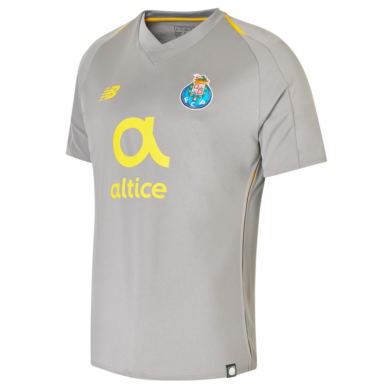 Veja os novos uniformes dos principais clubes da Europa - Fotos - R7  Esportes e8b880fd5aa1a