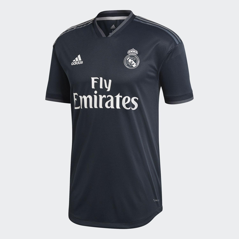 Veja os novos uniformes dos principais clubes da Europa - Fotos - R7  Esportes 130c4e1f48cf9