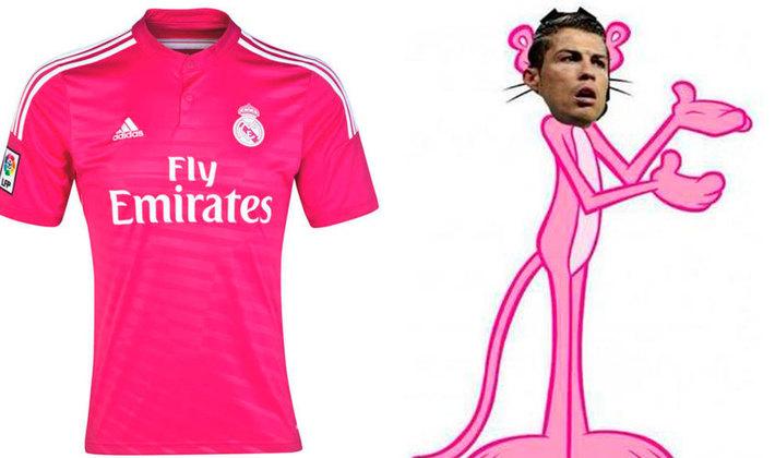 Camisa rosa do Real Madrid, lançada em meados de 2014, virou piada nas redes sociais