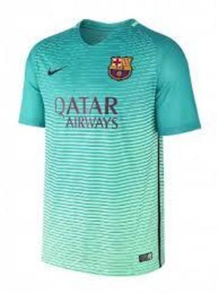 Camisa third Barcelona 2016/2017 - Novamente o verde-água, desta vez em degradê para um tom mais claro
