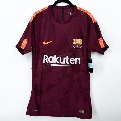 Camisa third Barcelona 2017/2018 - O tom grená tomou conta do terceiro uniforme, que foi lançado em 2017. A camisa ainda contava com estampas camufladas, como eram em todas as terceiras camisas feitas pela fornecedora
