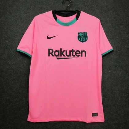 Camisa third Barcelona 2020/2021 - Para a atual temporada, o Barcelona usará uma camisa rosa com detalhes em preto e verde-água. No mínimo curiosa