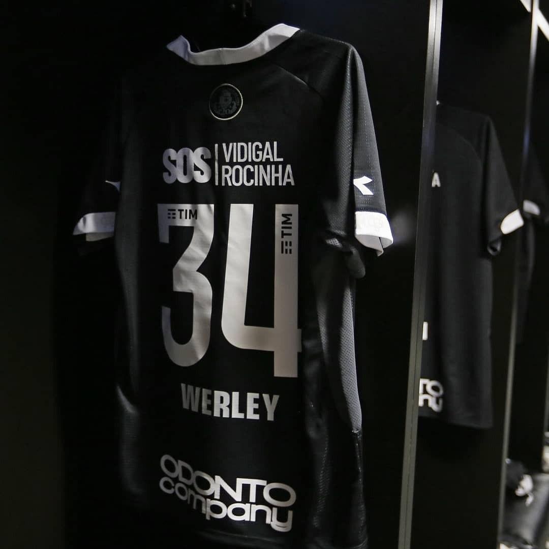 b101aef93d5 Homenagem do Vasco ao Flamengo na camisa gera atritos no clube - Esportes -  R7 Lance