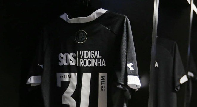 Homenagem do Vasco ao Flamengo na camisa gera atritos no clube ... c8ff0f1fbc001