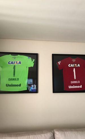 Letícia guarda camisas de Danilo