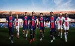 Nas redes sociais, a equipe de Paris postou uma foto de alguns atletas usando os dois uniformes
