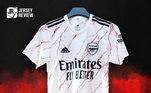 Ainda existe uma segunda camisa que traz o uniforme branco com detalhes em preto e vermelho. Bem diferente das outras equipes