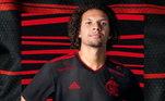 Campeão da última Libertadores, o Flamengo atendeu pedidos da torcida e trouxe as cores clássicas do clube na camisa três. O kit traz um fundo preto e elementos rubro em destaque na gola V, além de escudo bordado, três listras e finas pinceladas presentes na metade do manto