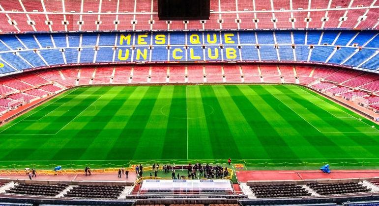 Camp Nou. Capacidade para 100 mil pessoas. Será um problema lotá-lo em 2021, sem Messi