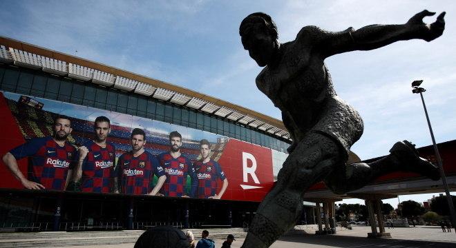Estádio do Camp Nou, em Barcelona, vazio