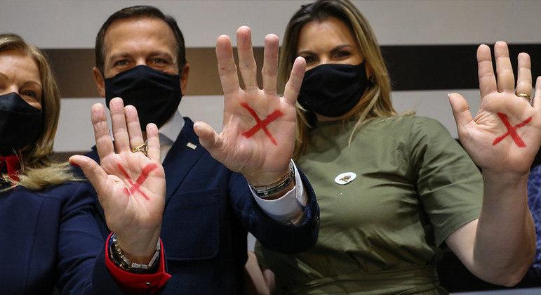 Governo de SP adere ao programa Sinal Vermelho contra a violência doméstica