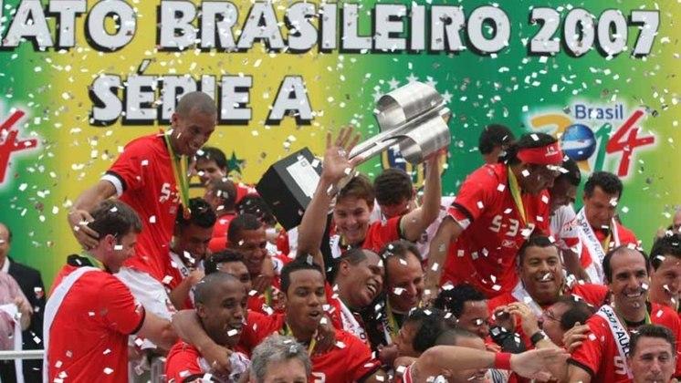 Campeão Brasileiro (2007) - Em 2007, conquista o bicampeonato do Brasileirão, terminando o torneio com 77 pontos.