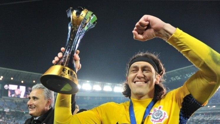 Campeão do Mundo - Corinthians 1 x 0 Chelsea-ING - 16/12/2012 - Com atuação decisiva, como citado na foto anterior, levantou a taça do Mundial de Clubes da Fifa, seu segundo título pelo Timão e o mais importante deles