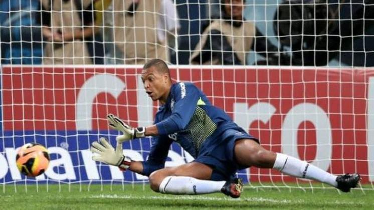 Campeão do Mundo pela Seleção Brasileira em 2002, Dida jogou pelo Corinthians de 1999 a 2002 e venceu o Campeonato Brasileiro, a Copa do Brasil e o Mundial de Clubes.