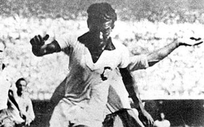 Campeão do Sul-Americano de 1949 e finalista da Copa do Mundo de 1950, ZIZINHO marcou 30 gols com a camisa da Seleção Brasileira.