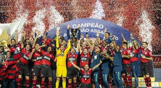 CAMPEÃO: Leonardo Martins, editor - Após conquistar o octa do Brasileiro, não tem como não colocar o Flamengo como o grande favorito ao título. Se o elenco estiver focado, o Rubro-Negro pode até conquistar o troféu de forma invicta.