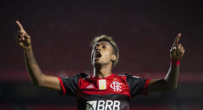 CAMPEÃO: Luiza Sá, repórter - O Flamengo continua sendo o time a ser batido no Rio de Janeiro. Embalado pelo Brasileirão, a equipe chegará forte para defender o título. O Fluminense pode surpreender novamente, mas o Rubro-Negro é o favorito.