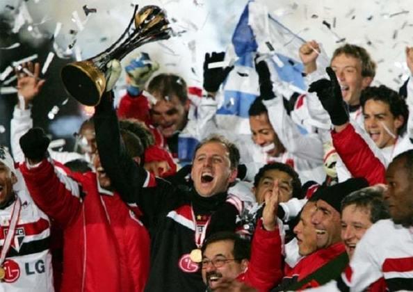 Campeão Mundial de Clubes (2005) - No Japão, a consagração final. Em partida antológica de Rogério Ceni e gol de Mineiro, o São Paulo venceu o Liverpool por 1 a 0 e foi campeão mundial.