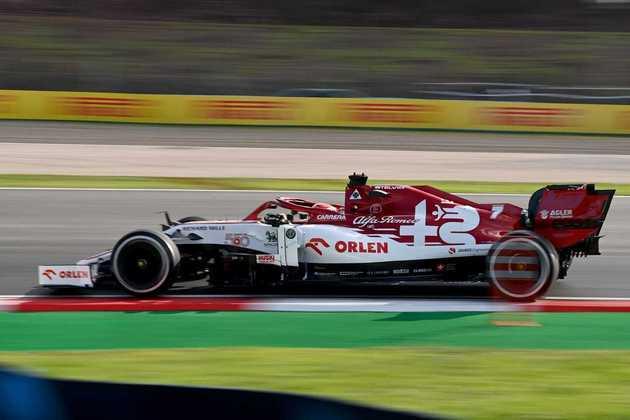 Campeão mundial em 2007, Kimi Räikkönen foi 16º.