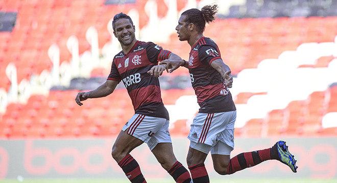 CAMPEÃO: Otávio Trindade, repórter - O Campeão provavelmente será o Flamengo, sem surpresas ou sustos visto a diferença do elenco e do investimento.