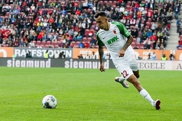 Campeonato Alemão: Augsburg x Colônia - Domingo, 12h25 (ao Vivo) Fox Sports -Jogo entre times que estão próximos da zona de degola. O Colônia tem 34 pontos e esta na posição 12. O Augsburg (foto) vem logo a seguir, com 31 pontos.