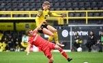 No Alemão, o Borussia Dortmund, do atacante norueguês Erling Haaland, bateu o Bayer Leverkusen por 3 a 1, em casa, resultado que garantiu a terceira posição do time no campeonato — que já tinha o Bayern de Munique como campeão antecipado. Em sexto na tabela, o Leverskusen garantiu uma vaga na Liga Europa