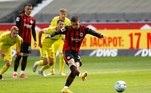 O Eintracht Frankfurt venceu o Freiburg por 3 a 1, noWaldstadion, resultado que valeu a quinta colocação no Alemão e uma vaga na Liga Europa. O primeiro gol, de pênalti, foi marcado pelo atacante português André Silva
