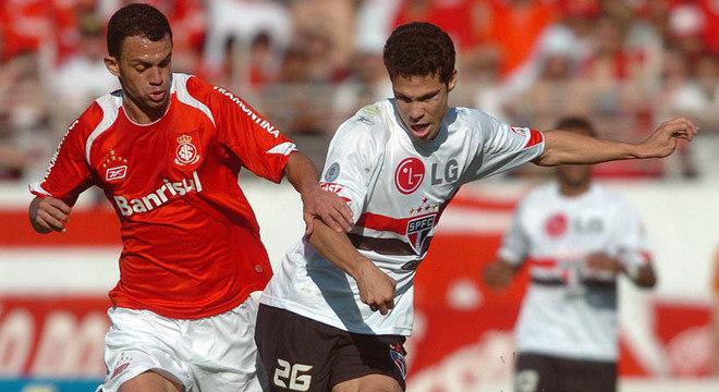 Campeonato Brasileiro (2007) - O São Paulo derrotou o Internacional por 2 a 1, no Beira-Rio, na 28ª rodada de 2007 e abriu onze pontos para o vice-líder, Cruzeiro, que tinha perdido para o Figueirense, no Mineirão. O Tricolor foi campeão brasileiro e terminou o torneio com 77 pontos, 15 à frente do Santos, vice-campeão