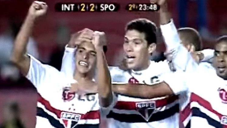 Campeonato Brasileiro (2009) - Numa partida que reuniu craques como Nilmar, Hernanes, Giuñazu, Marlos, Taison e Washington, o Internacional abriu 2 a 0, com dois gols de Alecsandro. O São Paulo empatou com Hernanes e Jean