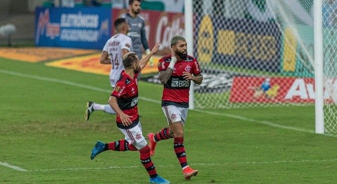Gabriel marcou 2 gols no 1º tempo do Fla-Flu decisivo, neste sábado (22)