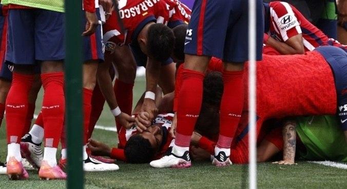 Atacante uruguaio Suárez se emociona após marcar pelo Atleti no Espanhol
