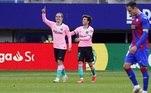 O Barcelona, que jogou com o uniforme rosa, venceu o Eibar por 1 a 0 com gol do francês Antoine Griezmann, também neste sábado (22), no Esádio Municipal de Ipurua, em Eibar. A equipe termina o campeonato na terceira colocação, atrás do rival Real Madrid, mas classificado para a próxima edição da Liga dos Campeões da Europa. Já o Eibar terminou como lanterna e está rebaixado de divisão