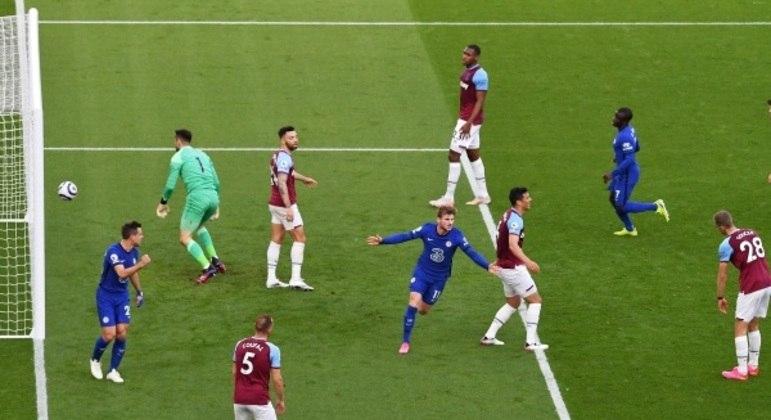 Alemão Timo Werner comemora gol da vitória do Chelsea sobre o West Ham, neste sábado (24)