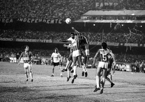 Campeonato Paulista 1983 - São Paulo x Corinthians - campeão: Corinthians. Em dois jogos no Morumbi, vitória do Corinthians por 1 a 0 na ida. Na volta, o empate por 1 a 1 deu o título ao Alvinegro.