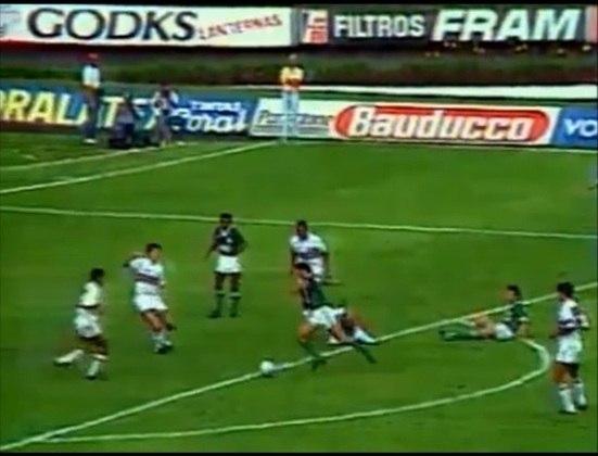 Campeonato Paulista 1992 - São Paulo x Palmeiras. Campeão: São Paulo. O Tricolor venceu as duas. A ida foi 4 a 2 e a volta 2 a 0. Título do São Paulo no Morumbi.