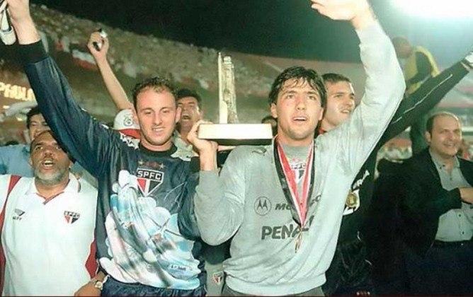 Campeonato Paulista 2000 - São Paulo x Santos - campeão: São Paulo. O Tricolor venceu o rival na ida por 1 a 0. Já na volta, o empate por 2 a 2 deu o título ao São Paulo.